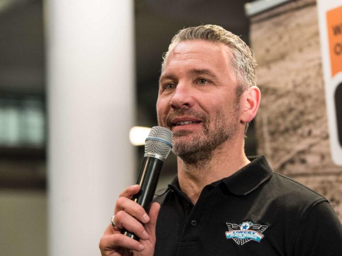 Black-Wings-Manager Christian Perthaler ging mit einem Teil der Fans auf Konfrontationskurs.