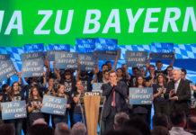 OÖVP-Landesgeschäftsführer Wolfgang Hattmannsdorfer nutzte die Gelegenheit und tauschte sich mit dem EVP-Fraktionsvorsitzenden Manfred Weber (Bild oben) und mit Verkehrsminister Andreas Scheuer aus.