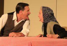 Alfred (Martin Oberhauser) und die Großmutter (Waltraud Haas, 91)
