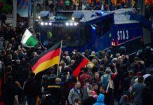 Chemnitz, 1. September 2018: Zwei Großdemonstrationen, insgesamt 11.000 Teilnehmer, 2000 Polizisten, 37 Strafanzeigen, 18 Verletzte.