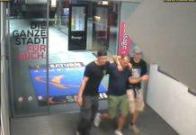 Mit diesem Bild aus der Überwachungskamera sucht die Polizei in Linz nach Zeugen für den Vorfall.
