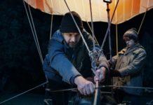 Kl. Bild: Peter (Friedrich Mücke) und Frank Strelzyk (Jonas Holdenrieder) vor dem Ballonstart