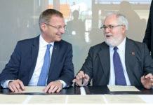 Landeshauptmann Thomas Stelzer unterzeichnete im Beisein von EU-Energiekommissar Miguel Arias Cañete den Beitritt zur Wasserstoff-Initiative. Sie soll die Antriebsform der Zukunft forcieren und so den Abschied und von fossilen Brennstoffen vereinfachen.