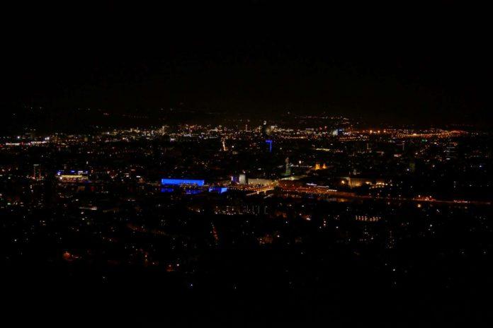In größeren Städten (Im Bild: Linz) kann eine Vollmondnacht nicht mehr von einer mondlosen unterschieden werden.