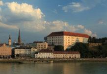 Am Tag des Denkmals gibt es in Linz eine Stadtführung, die ab 9 Uhr Ereignisse und Orte ringsum die Altstadt beleuchtet. Der Rundgang beginnt vor dem Lentos-Eingang und endet auf der Aussichtsplattform beim Schloss.