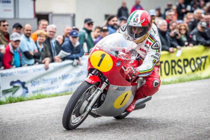 Flott ist der 15-fache Motorrad-Weltmeister Giacomo Agostini auch mit 76 Jahren immer noch.