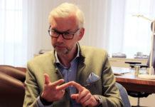 """Michael Strugl im Gespräch mit VOLKSBLATT-Redakteur Oliver Koch: """"Wir brauchen punktgenaue Strategien.""""Laut LH-Stellvertreter Michael Strugl gibt es fünf Zielgruppen, um dem Fachkräftemangel entgegenzuwirken: Jüngere, Frauen, Zuwanderer, Ältere und Personen mit Beeinträchtigung."""