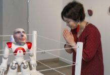 """Ein Roboter, in den der """"Geist""""eines Verstorbenen gefahren ist: Etsuko Ichihara und ihr """"Digital Shaman Project""""."""