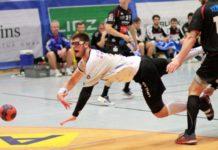 Antonio Juric (weißes Trikot) wird sich am Freitag gegen Bregenz Handball wieder voll reinhauen.