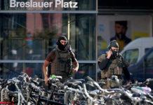 Ausnahmezustand herrschte stundenlang um den Kölner Hauptbahnhof. Eine Sondereinheit stürmte schließlich die Apotheke, in der sich der Geiselnehmer mit einer Frau verschanzt hatte.
