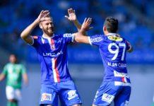 Martin Grasegger (l.) und Goalgetter Alan wollen heute mit Blau Weiß gegen Horn wieder juben.