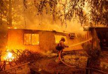 Apokalyptische Szenen rund um die kalifornische Stadt Paradise: Tausende Feuerwehrleute und Helfer führen dort einen schier aussichtslosen Kampf gegen die Flammen.