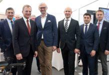 V. l.: Wilfried Enzenhofer (Upper Austrian Research), LH Stelzer, LH-Stv. Strugl, Christoph Breitschopf (Profactor), Florian Konradl (FACC), Werner Pamminger (Business Upper Austria)