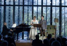 Sopranistin Gotho Griesmeier und Bariton Martin Achrainer mit Kapellmeister Marc Reibel im Linzer Musiktheater
