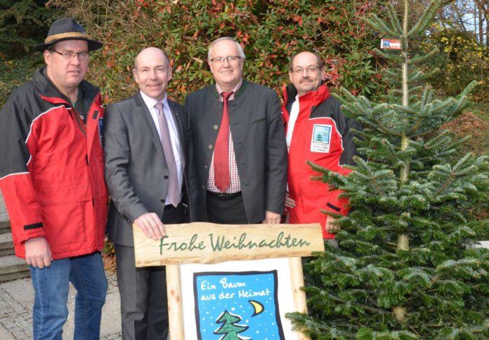 V. l.: Christbaumbauern-Obmann Hofer, LR Hiegelsberger, LK-Präsident Reisecker, Johannes Wall (Forst u. Bioenergie LK)