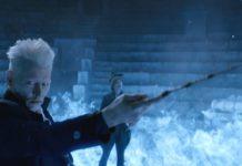 Johnny Depp als Grindelwald und Poppy Corby-Tuech als Rosie