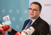 ÖVP-Klubchef August Wöginger stellte gestern auch eine Broschüre zum Familienbonus vor.