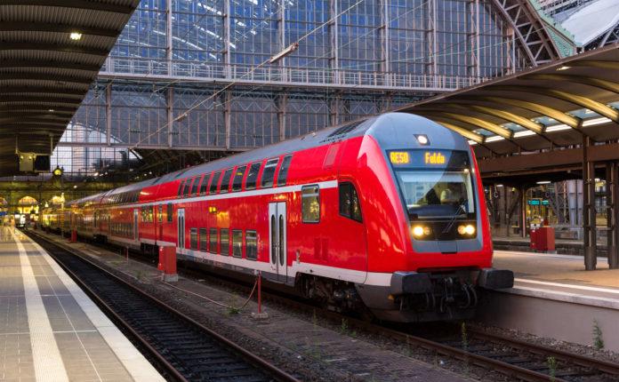 """""""Wir sind besorgt darüber, wie der DB-Vorstand das System Bahn fährt"""", so Enak Ferlemann, Beauftragter der deutschen Bundesregierung für den Schienenverkehr."""