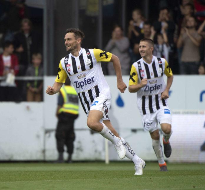 James Holland (l.) jubelte beim 2:0 in Wolfsberg über seinen Premierentreffer in der Bundesliga. Gegen Rapid folgte das Zweite.