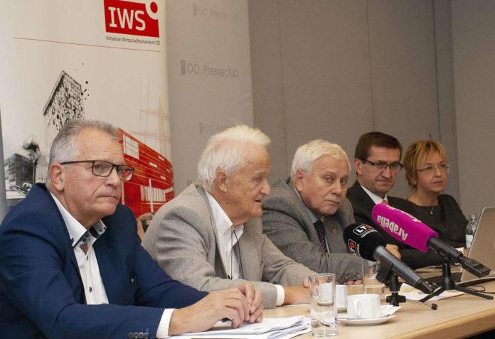Setzen sich für bessere Burn-Out-Prophylaxe ein: IWS-GF Gottfried Kneifel, Prof. Werner Schöny, Univ.-Prof. em. Friedrich Schneider, Elisabeth Derer und LR Markus Achleitner.
