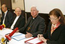 """Begannen gestern mit der """"Apostolischen Visitation"""" in Klagenfurt (v. l.): Christian Lagger, Bischof Benno Elbs, Erzbischof Franz Lackner und Elisabeth Kandler-Mayr."""