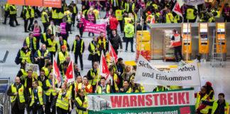 Wie hier in Frankfurt legten die Sicherheitskräfte für mehrere Stunden nieder, die Auswirkungen waren enorm.