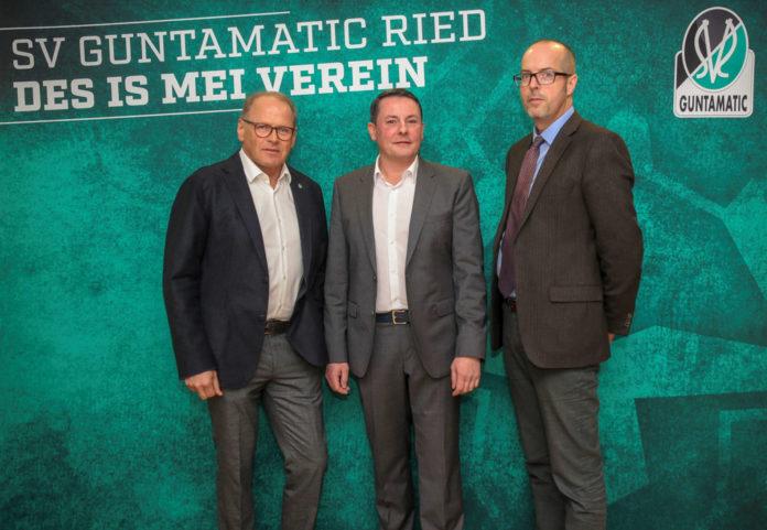 Gingen in die Offensive: Karl Wagner (Organisationsvorstand SV Ried), Roland Daxl (Finanzvorstand SV Ried) und Herwig Pernsteiner (Vorstandsvorsitzender ISG).