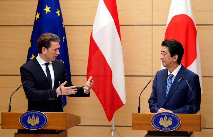 Bundeskanzler Sebastian Kurz und Premierminister Shinzo Abe bei ihrer gemeinsamen Pressekonferenz in der Residenz des Premierministers in Tokio.