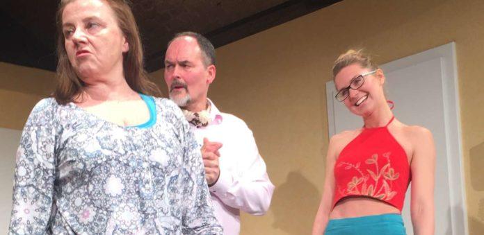 Grace Gervaise (Irmi Gruber), Oscar Gervaise (Peter Woy) und Gloria (Sieglinde Hauser)