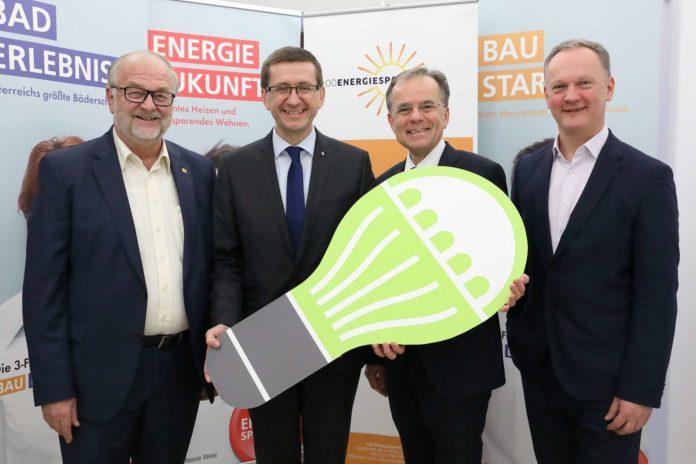 V. l.: Hermann Wimmer (Präs. Messe Wels), LR Achleitner, Gerhard Dell (OÖ. Energiesparverband), Robert Schneider (GF Messe Wels)
