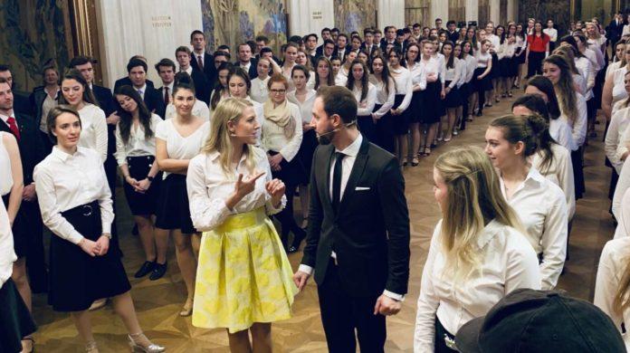 Maria Santner und ihr Bruder Christoph mit den Debütanten bei einer Tanzprobe für den Wiener Opernball