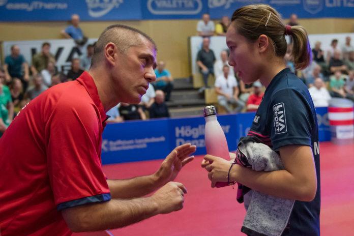Nach ihrem völlig verpatzten Hinspiel mussten die Linzer mit Trainer Zsolt Harczi (l.) Minnie Soo (r.) wieder aufbauen.