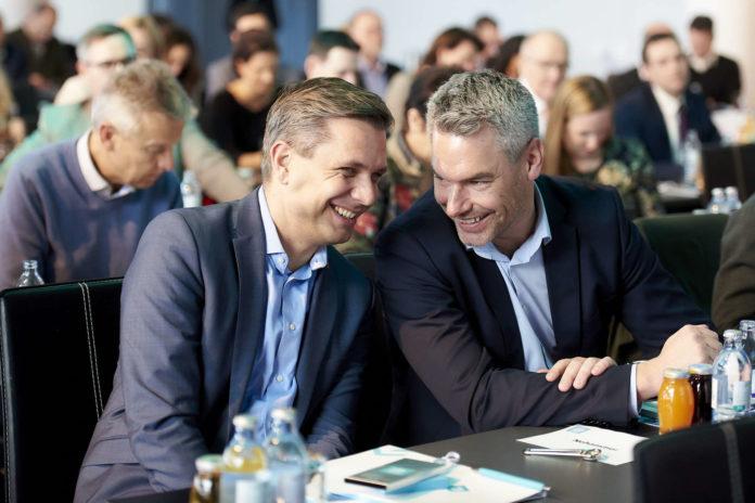 Schulter an Schulter beim Thema Integration: GS Karl Nehammer und OÖVP-LGF Wolfgang Hattmannsdorfer.
