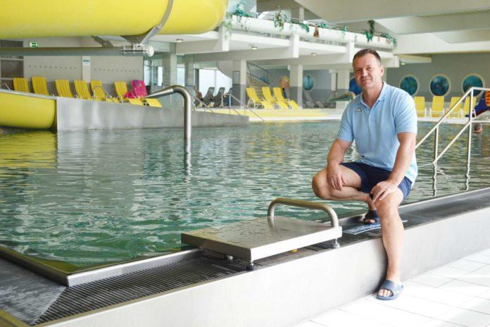 """Seit elf Monaten Bademeister im Welldorado: Für Arnold Eisemann war es der erste lebensrettende Einsatz: """"Mit so was muss man leider immer rechnen!"""" sagt er."""