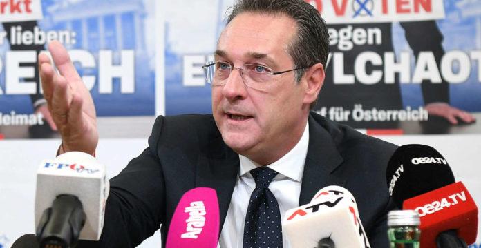 Fast zeitgleich gaben gestern in Pressekonferenzen FPÖ-Landesparteiobmann Manfred Haimbuchner (l.) und Bundesparteiobmann Heinz-Christian Strache bekannt, dass der dichtende Braunauer FPÖ-Vizebürgermeister von sich aus seine Polit- und Parteikarriere beendet habe.
