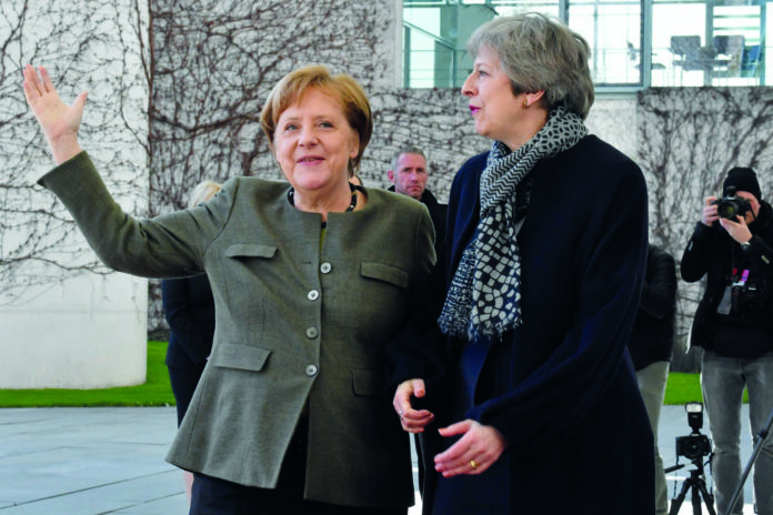 Theresa May fand bei Merkel in Berlin ein offenes Ohr für einen weiteren Brexit-Aufschub, weil die Deutschen ein harter Brexit besonders hart träfe.