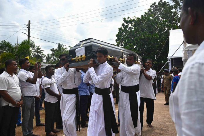 In Colombo wurden gestern viele Opfer des Oster-Terrrors zu Grabe getragen.