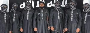 Auf einem IS-Video werden acht - bis auf einen vermummte - Terroristen präsentiert, die den Massenmord auf Sri Lanka verübt haben sollen. © AFP