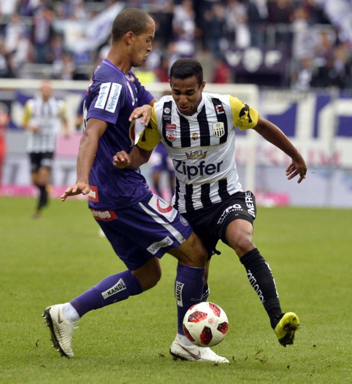 Auch rund um seinen möglichen Abgang nach Wolfsburg brodelt die Gerüchteküche: LASK-Goalgetter Joao Victor (r.).