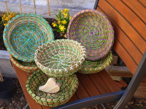 Mikotas gewickelte Werke, ihre natürlichen Osternesterl und Körbe aus Naturmaterialien. © Karin Theresa Mikota