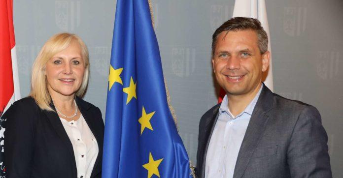 Angelika Winzig soll — bildlich gesprochen — künftig für Oberösterreich die Europa-Fahne hoch halten, für ihren Einzug ins EU-Parlament mobilisiert OÖVP-Landesgeschäftsführer Wolfgang Hattmannsdorfer derzeit alle verfügbaren Parteikräfte.