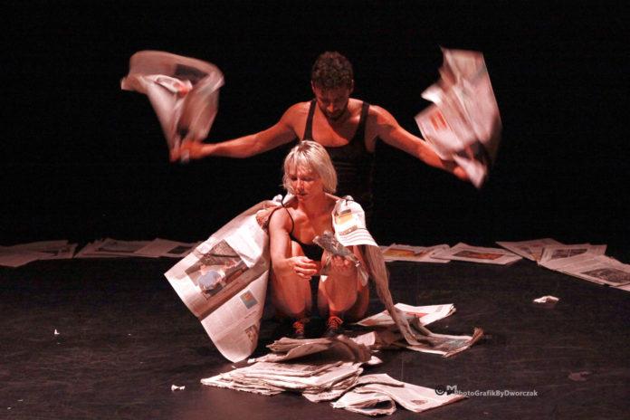 """Spielen tänzerisch eine Vielfalt an Emotionen durch: Iris Heitzinger und Dante Murillo in Editta Brauns Stück """"LoSt"""""""