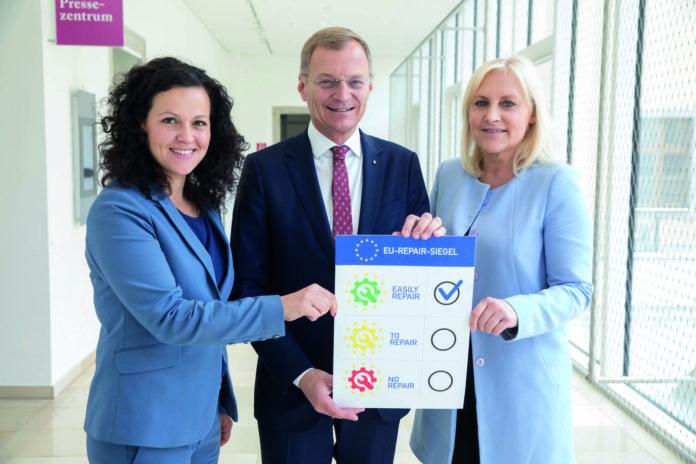 V. l.: OÖVP-KO Helena Kirchmayr, LH Thomas Stelzer und OÖVP-Spitzenkandidatin NR-Abg. Angelika Winzig