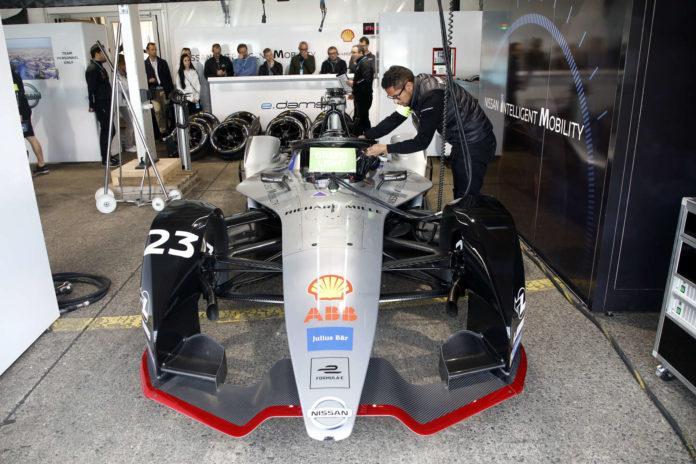 Besuch in der Box von Nissan und bei Sebastien Buemi, der uns die Vorzüge der Formel E erklärte.