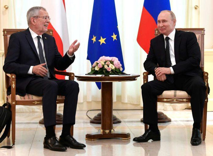 Geduldig, aber nicht unterwürfig: Van der Bellen bei Putin in Sotschi.
