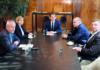 Beim Gespräch im Kanzleramt (v. l.): Peter Pilz (Jetzt), Beate Meinl-Reisinger (Neos), Bundeskanzler Sebastian Kurz (ÖVP), FPÖ-Klubchef Water Rosenkranz und der stv. SPÖ-Klubchef Jörg Leichtfried.