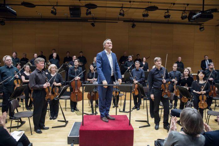 Am Montag debütierte das Bruckner Orchester mit seinem Chefdirigenten Markus Poschner in der Kepler-Uni, demnächst geht es für den renommierten Klangkörper hinaus aufs Land.