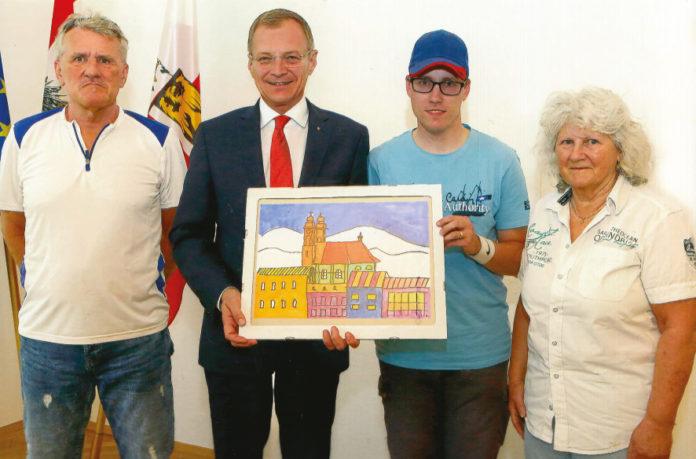Johannes (mit seinen Eltern Christine und Johann) überreicht LH Thomas Stelzer ein von ihm gemaltes Bild vom Linzer Dom.