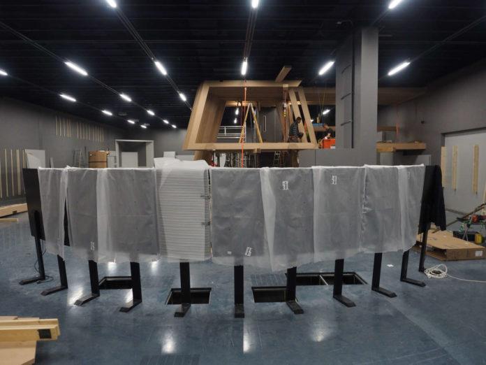 Momentan noch Großbaustelle: Das AEC Linz gestaltet seine Dauerausstellung neu. Im Hintergrund ist bereits der begehbare Aussichtsposten aus Holz zu sehen.