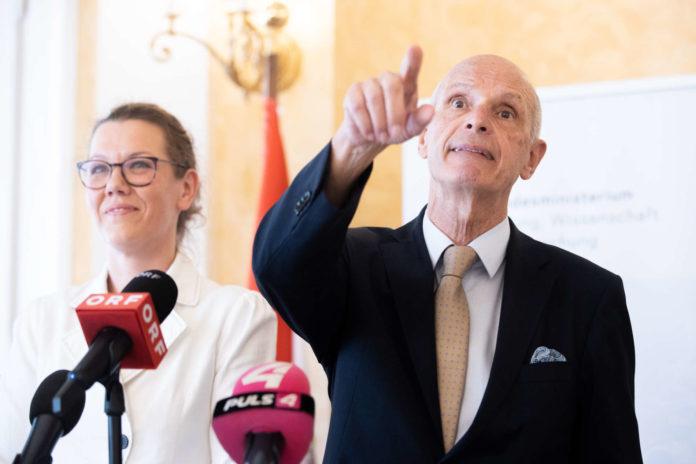 Bildungsministerin Iris Rauskala und Ex-Stadtschulratspräsident Kurt Scholz präsentierten die Ergebnisse.